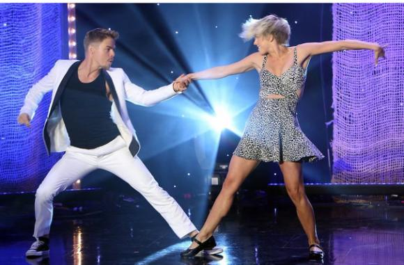 Move Live On Tour: Julianne & Derek Hough at Mohegan Sun Arena